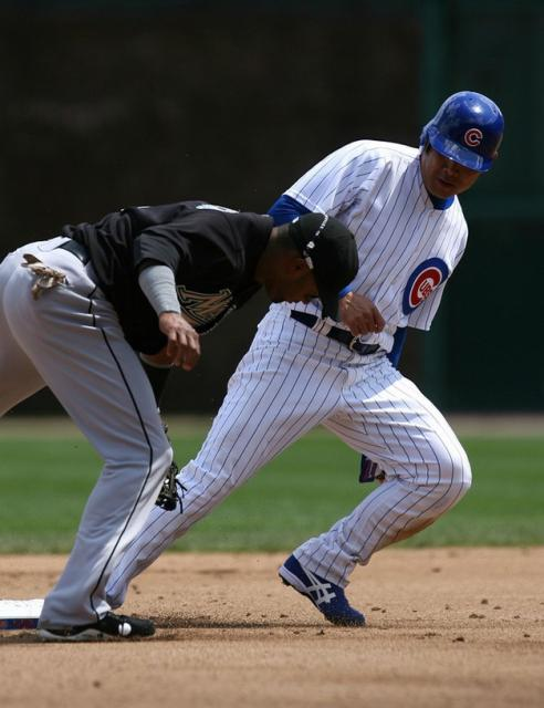 Kosuke Fukudome gets into second base safely.jpg